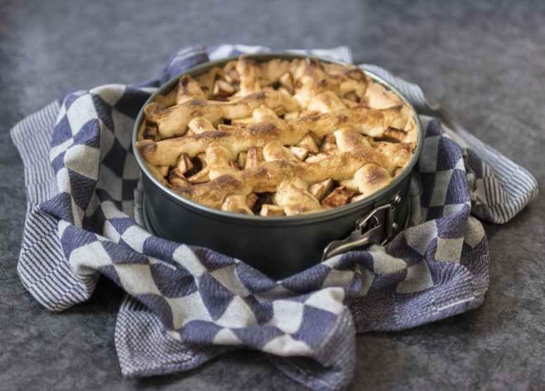 apple pie bake baking cake